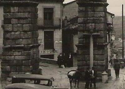 Taxis en la parte inferior de la foto - Apróx. 1920